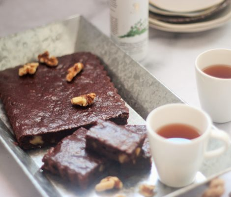 Sugar-free Thyme and Chocolate Brownie with Walnuts